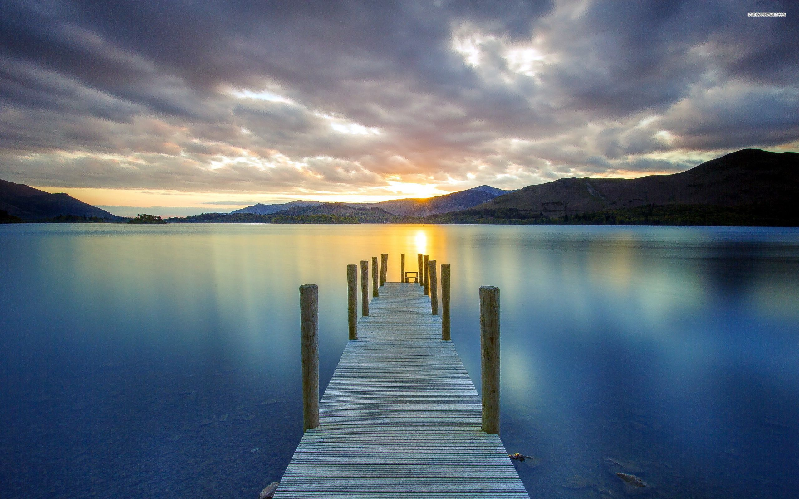 small-wooden-pier-on-the-calm-lake-4978-2560x1600